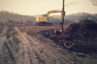 Movimento terra in cantiere edile